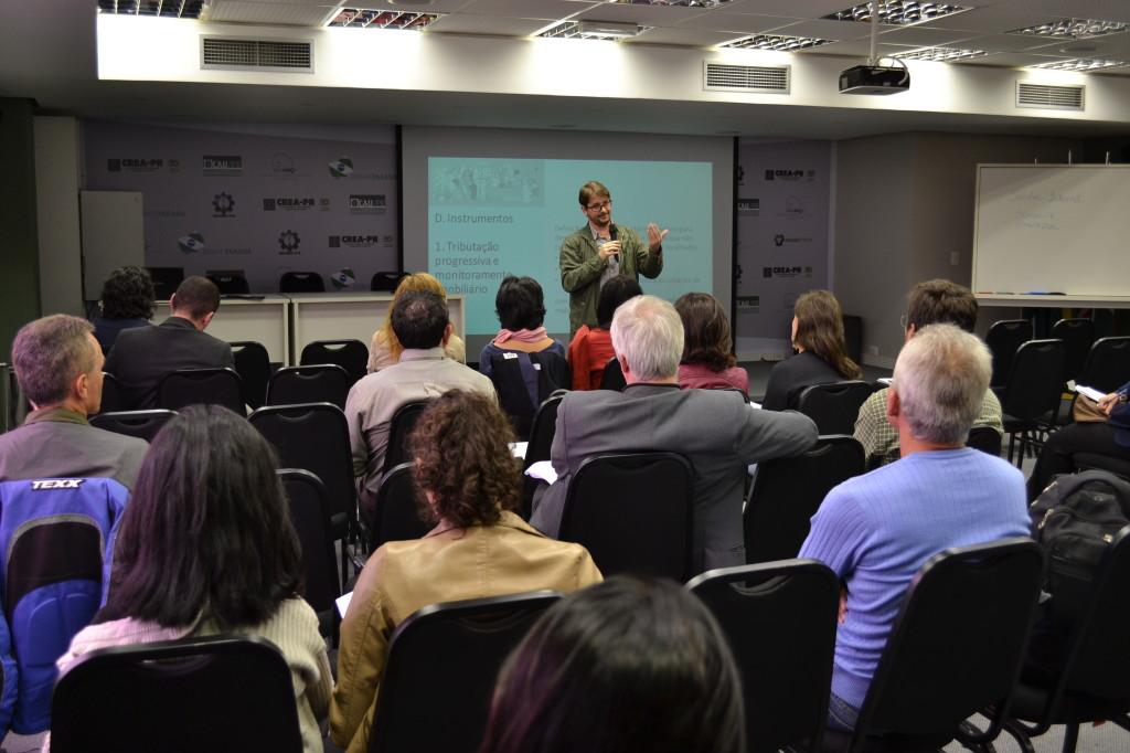 Integrantes da Frente Mobiliza Curitiba apresentaram as propostas elaboradas pela articulação para o poder público
