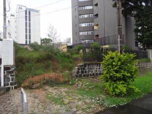 Local Av. Sete de Setembro, próximo ao nº 6190. Bairro Batel/Seminário (Foto: Lucas Prates)
