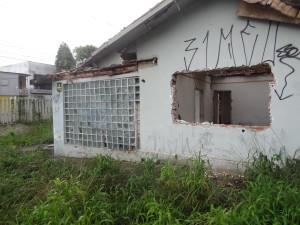 Local: Casa e terreno vazios na Av. Sete de Setembro, próximo ao nº 5926 - Bairro Seminário/Batel (foto Lucas Prates)