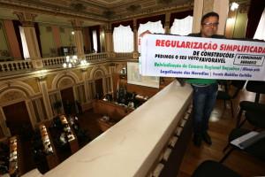 Carlos Modesto Dias, vice-presidente da Câmara Regional do Boqueirão, pediu a aprovação da emenda para a regularização simplificada de construções irregulares. (Foto: Chico Camargo/CMC)